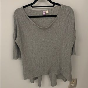 grey tunic top.
